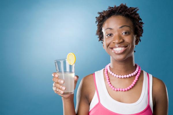 9 طرق تساعدك علي تناول الماء بشكل سليم وصحي